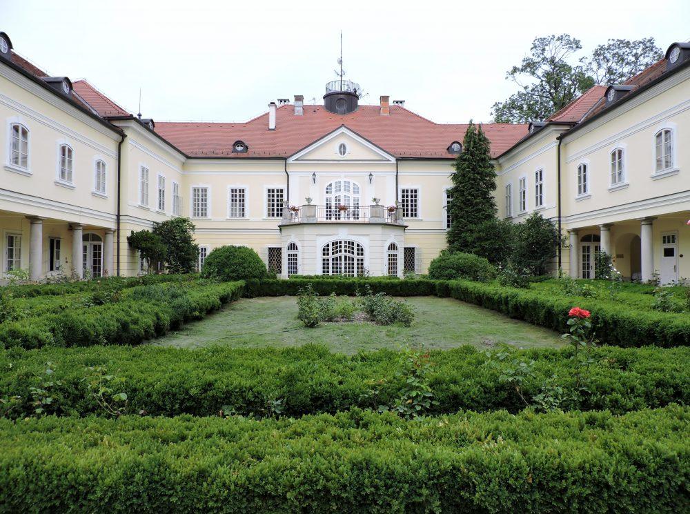 Schloss mit Park, Herrschaftlich Logieren und Entspannen im Schloss