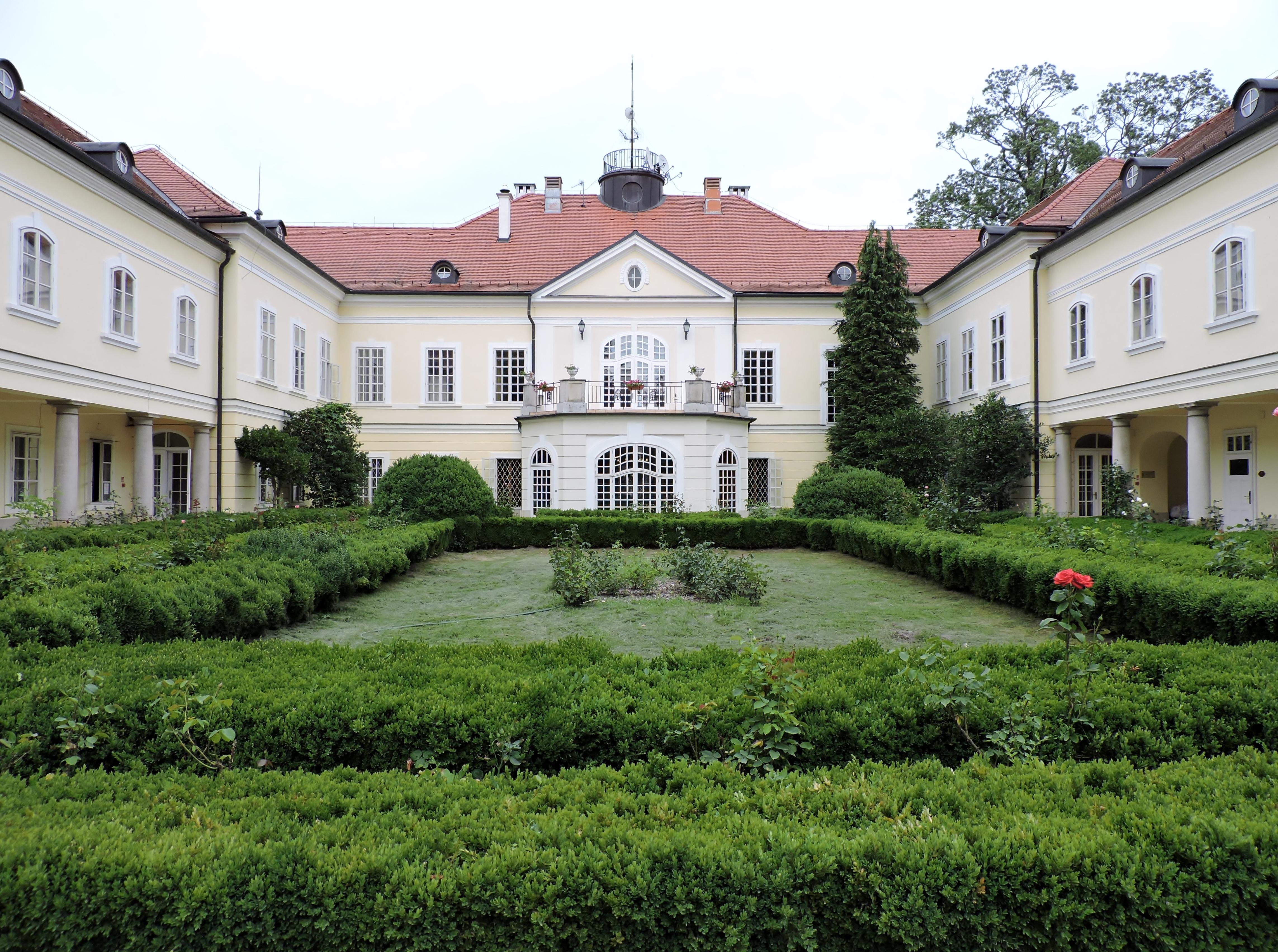 Herrschaftlich Logieren und Entspannen im Schloss