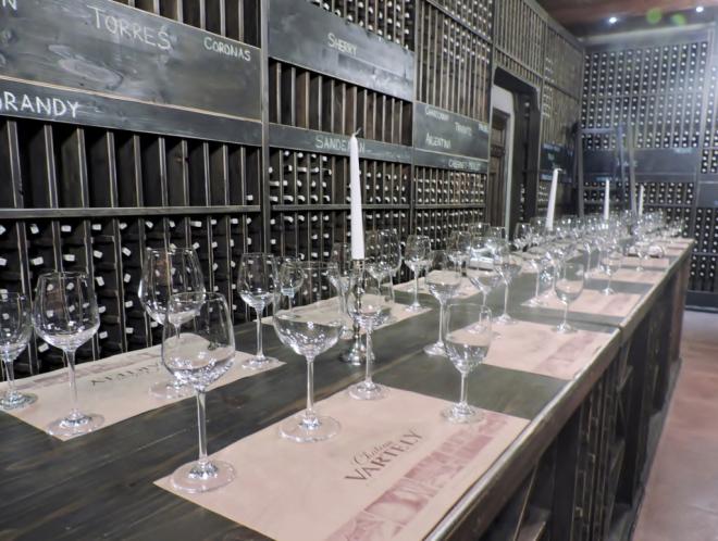 Weinverkostung mit Gläsern