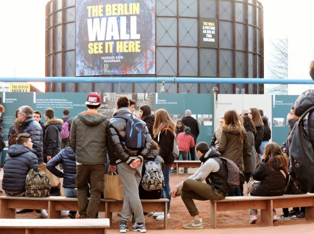 junge Menschen in Berlin eine Stadt am Puls der Zeit