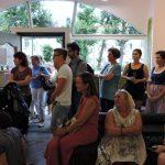 Gäste bei einer Vernissage, Galerie Toplev