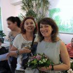 Frauengruppe mit Blumen