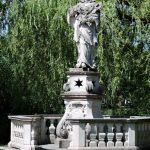 Statue des Hl. Nepomuk am Ufer des Leopoldskroner Weiher_Salzburg