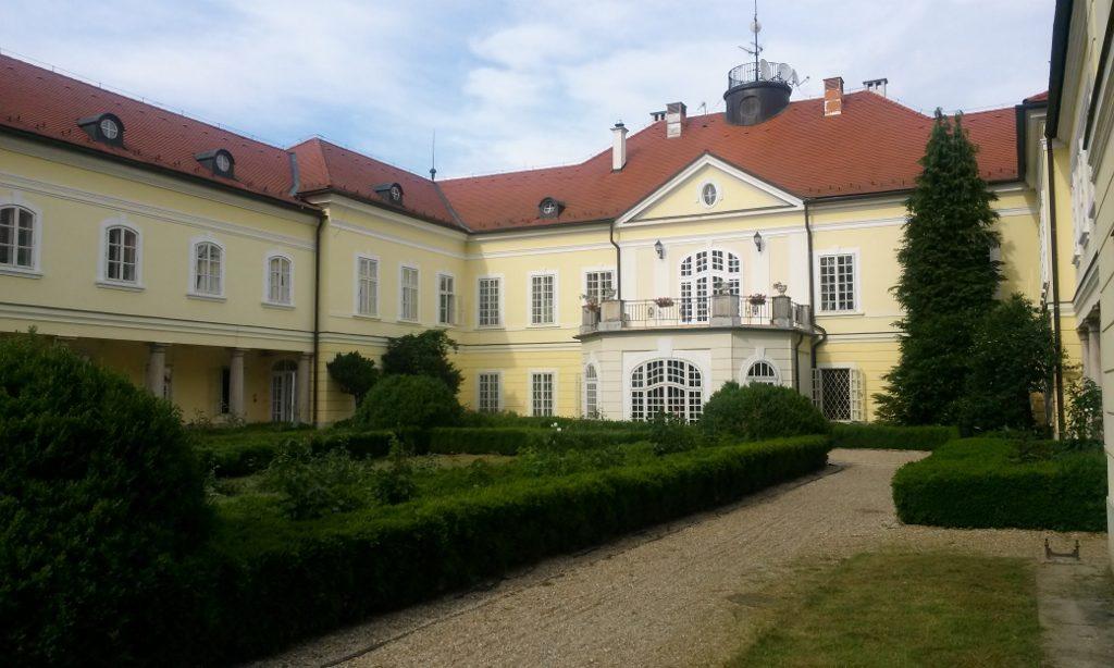 Schloss_Szidonia,_Ungarn_reisen