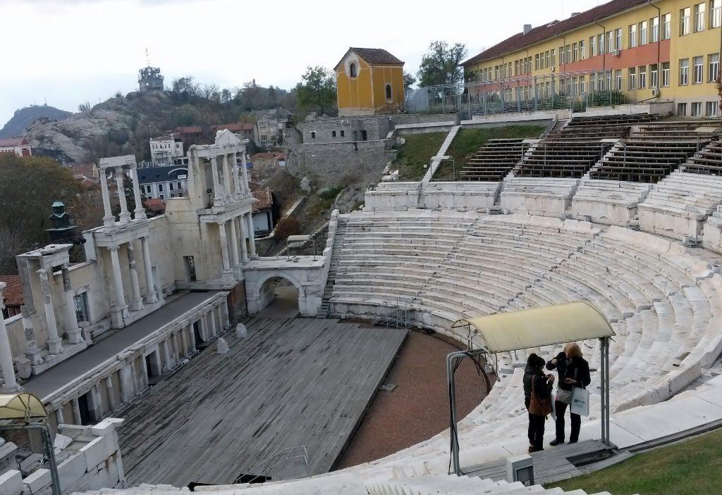Blick auf das antike Theater in der Plovdiv - Altstadt