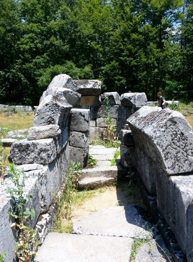 traces of Thracian cult places in Bulgaria