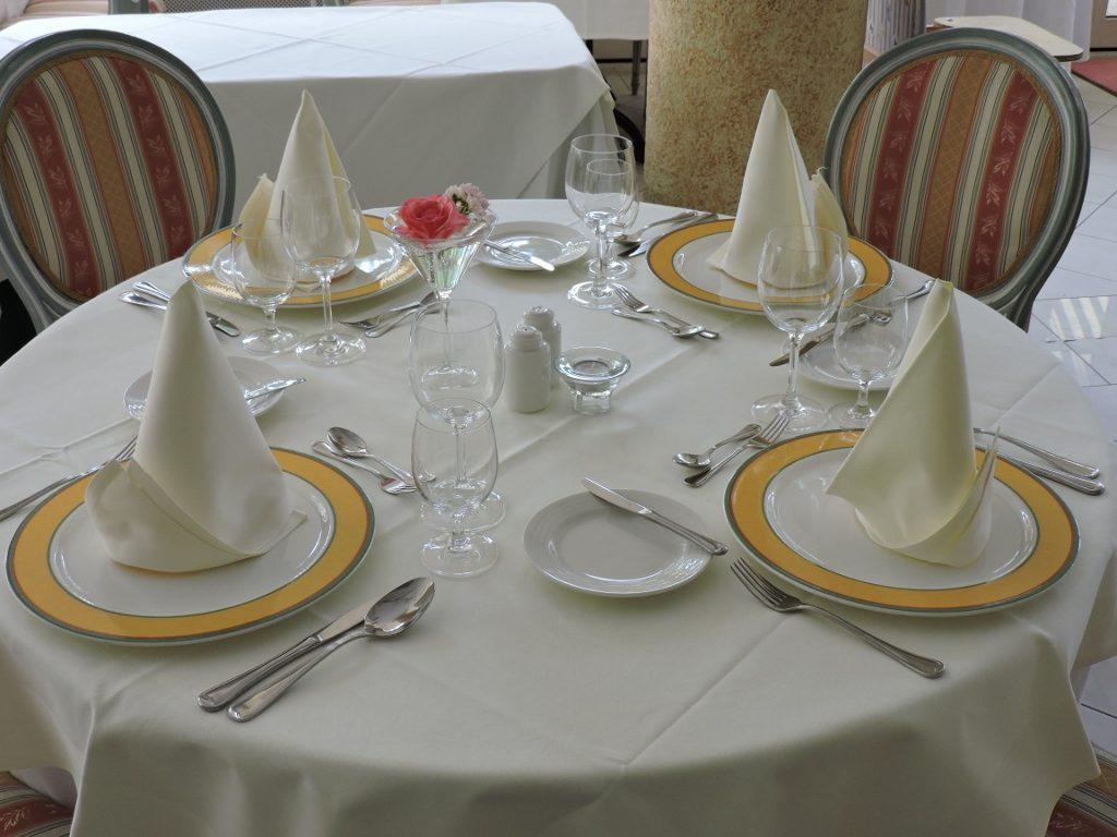 schön gedeckten Tisch, Residieren im Schloss