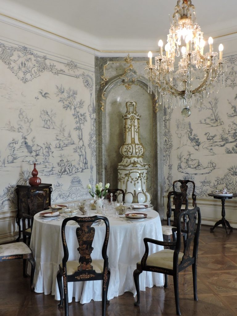 Speisezimmer im barocken Stil, Residieren im Schloss