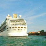 Kreuzfahrtschiff am Canale Grande_Venedig