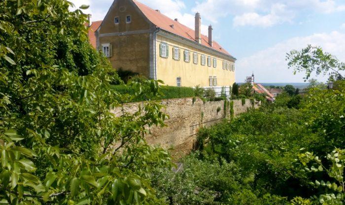 Stadtmauer m. Dominikanerkloster in Retz