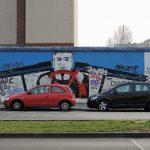 Street Art Berlin mit 2 Autos