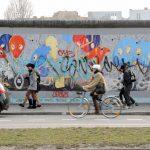 Street Art Berlin und Menschen