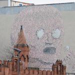 Street Art Berlin an einer hohen Hauswand