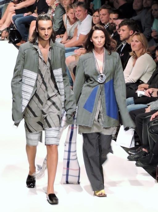 2 Models auf dem Laufsteg Vienna Fashion Week 2015