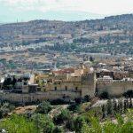 Blick auf_Fés_davor seine Stadtmauer