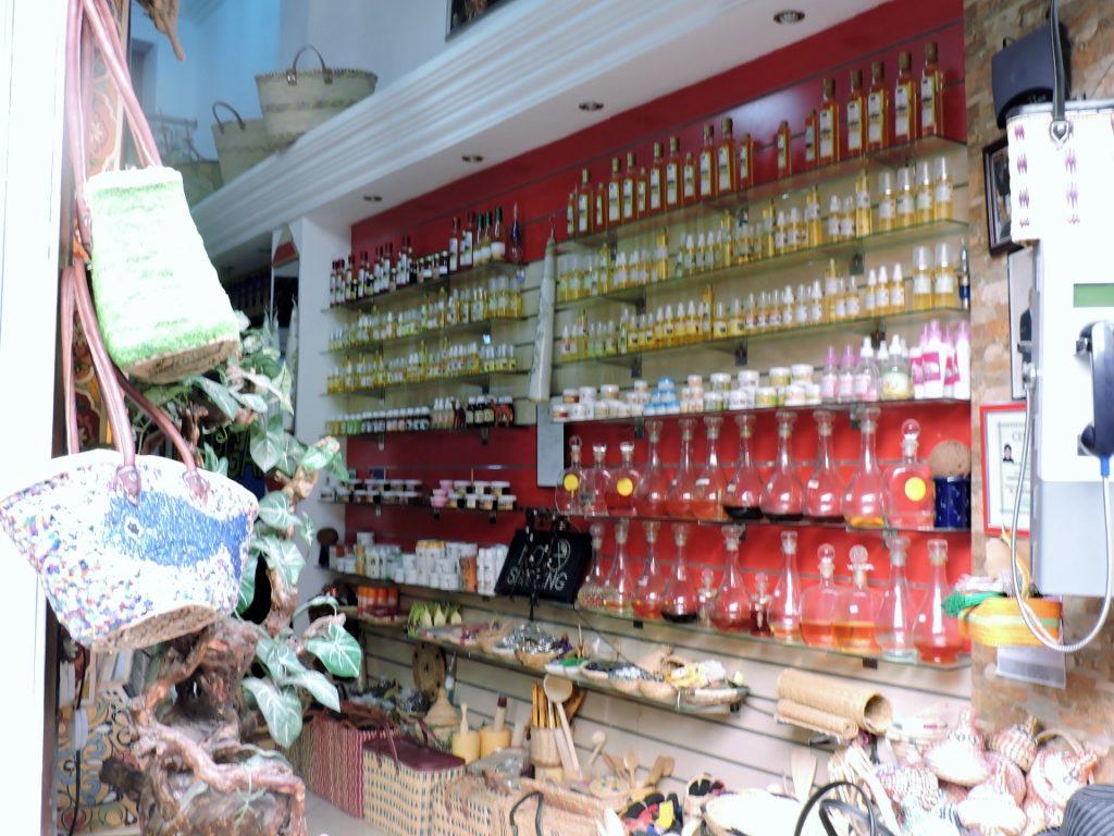 ein Laden für orientalische Parfums im Souk_Fès el bali