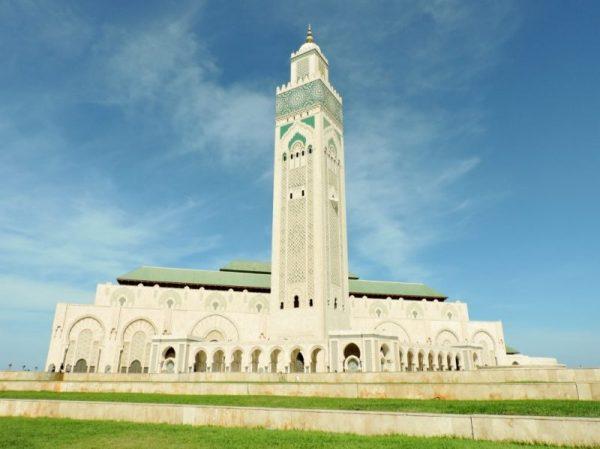 Moschee mit Minarett, Marokko Reiseland Inspirationen