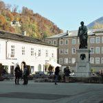 Mozart Platz mit Mozart Statue_Salzburg
