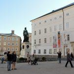 Mozart Statue u. Salzburg Museum