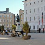 Mozartplatz mit Salzburg Museum