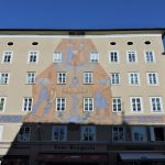 Haus-Fassade am Waagplatz 1, Salzburg