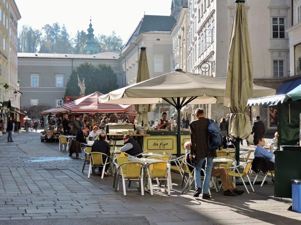Straßencafé in der Mozart-Stadt Salzburg