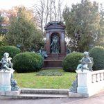 schönes altes Ehrengrab am_Wiener Zentralfriedhof