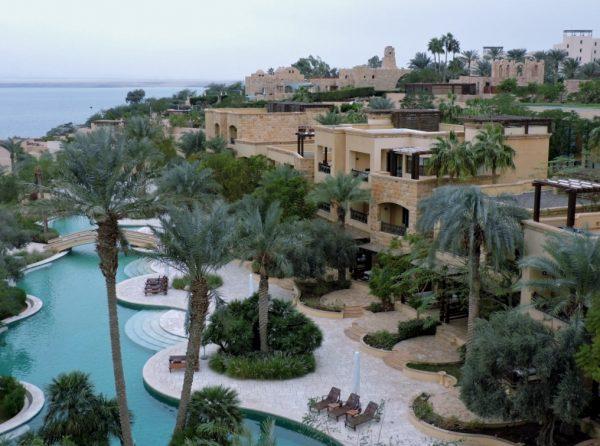 Hotelpoolanlage zum Überwintern am Toten Meer