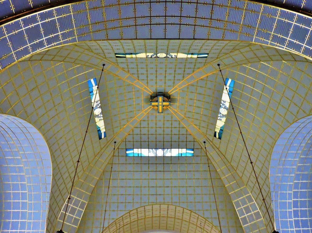 Kirchen-Kuppel innen in weiß-gold Jugendstil