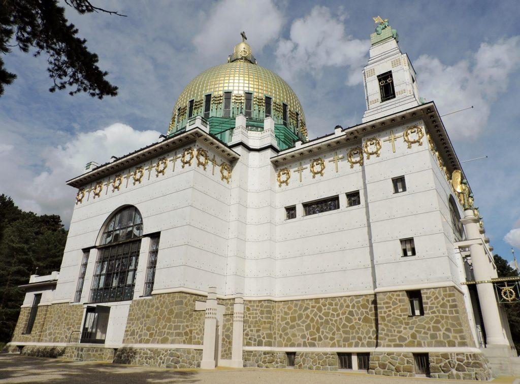 Jugendstil_Bauwerk mit goldenen Ornamenten_Wien