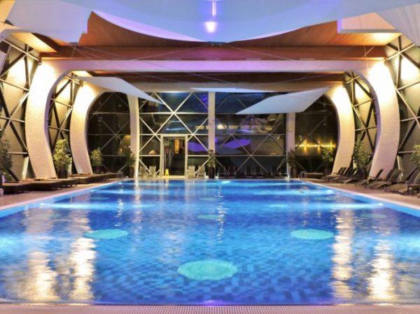 Hallenbad im Sarvar Thermen Hotel Spirit