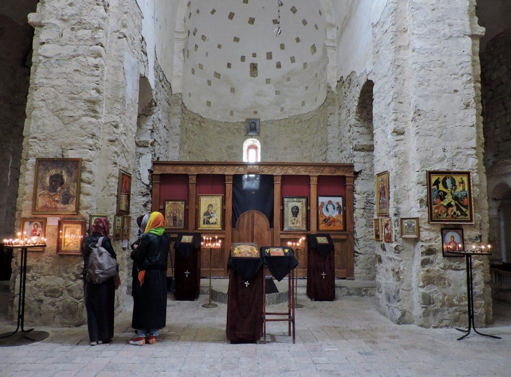 Besuch einer Klosterkirche bei Georgien Reise