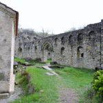 historischer Mauerwall in Georgien