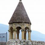 Turm einer Wehrkirche im Kaukasus Georgien