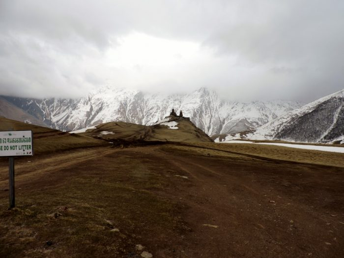 schneebedeckte Gipfel im Kaukasus, Georgien Rundreise