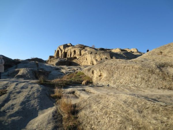 Felsen mit Höhlen in der Höhlenstadt Uplisziche Georgien