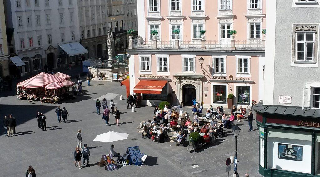 Blick auf Waagplatz, Kulinarik in Salzburg
