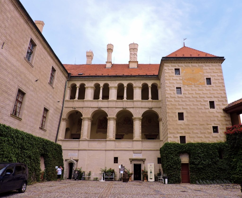 altes Schloss mit Renaissance-Bögen
