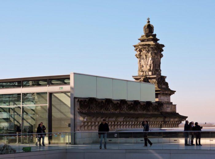 Reichstagsgebäude mit Turm Berlin