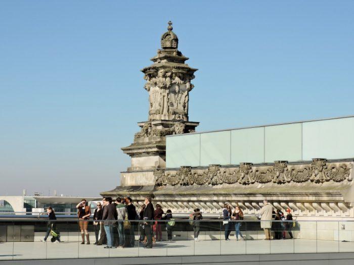 Terrasse mit Turm