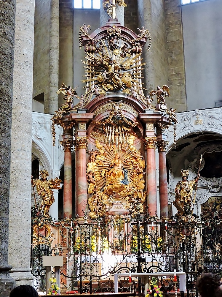 prächtiger Kirchenaltar
