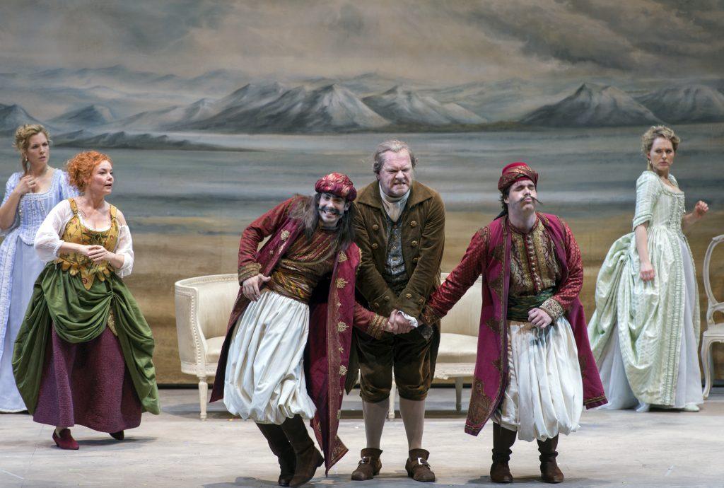 Szenische Aufführung der Festspiele in Salzburg_auf Reisen