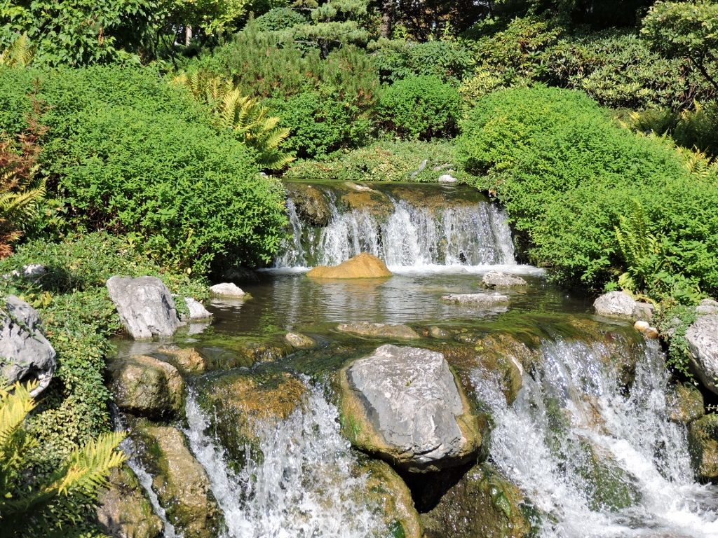 kleiner Wasserfall im Setagaya Park - Japanischer Garten