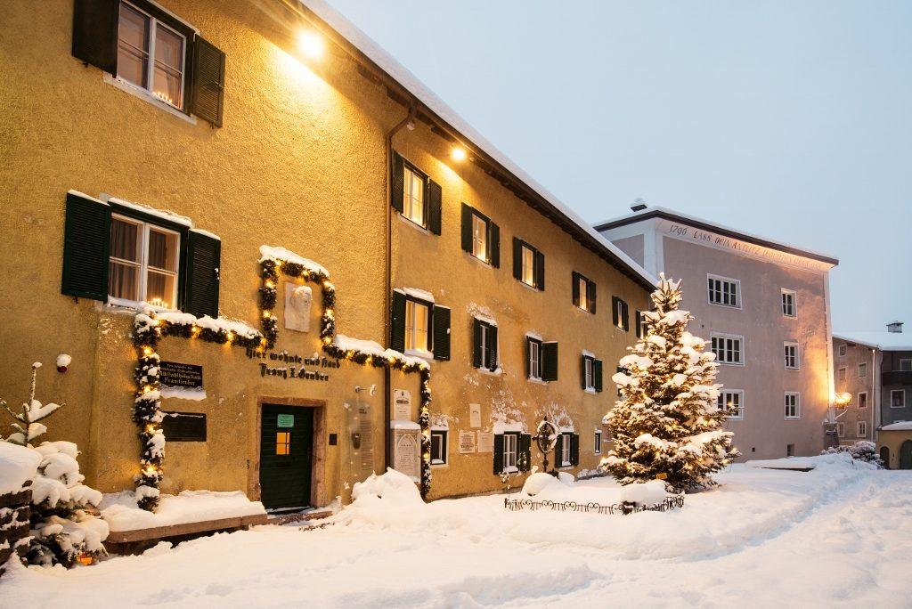 Haus im Schnee Land Salzburg