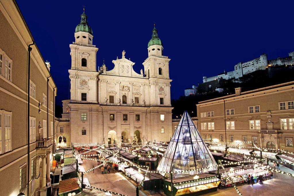 Dom mit Weihnachtsmarkt