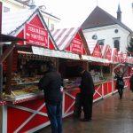 Weihnachtsmarkt mit Buden in Bratislava