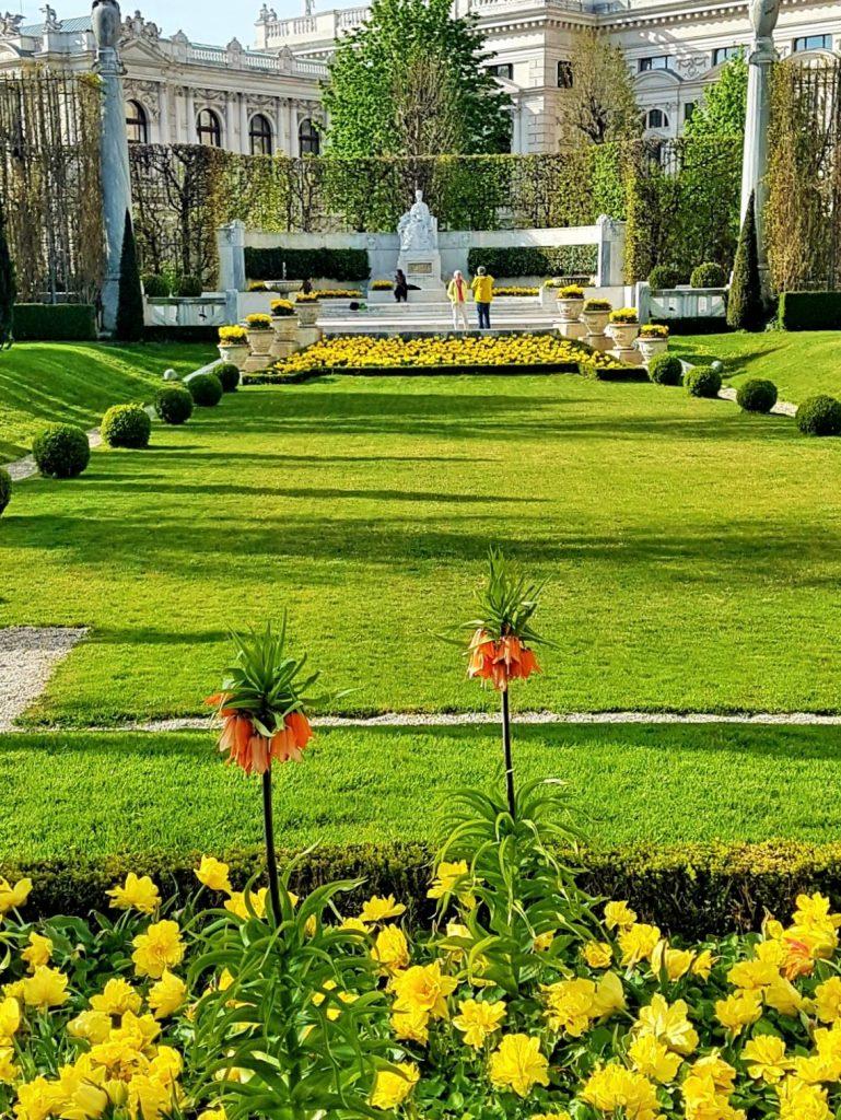 Kaiserin Sisi Denkmal in Wien im Frühling