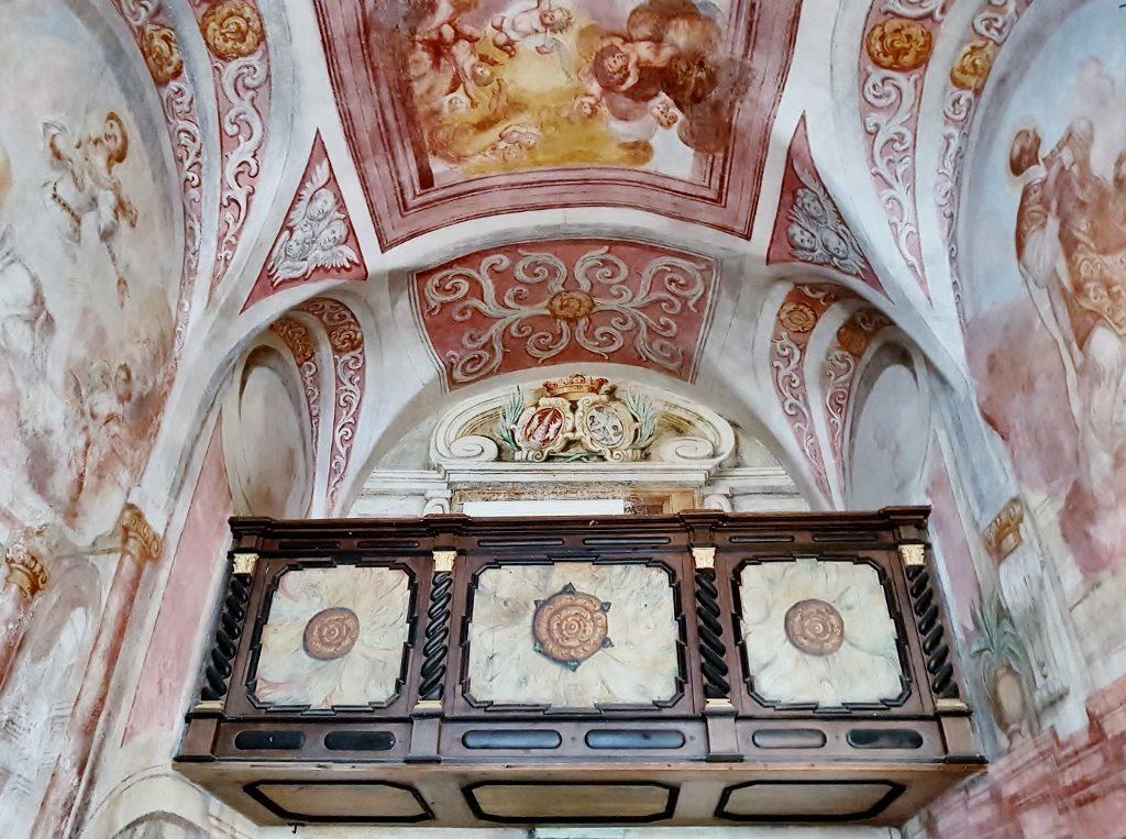 barocke Deckenfresken einer Kirche