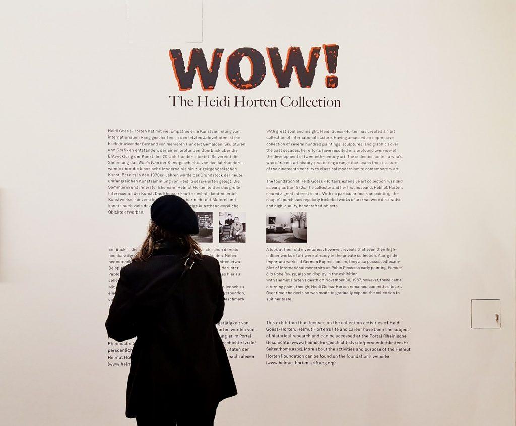 Informationstafel an der Wand für Kunst