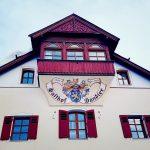 Tiroler Haus mit Aufschrift